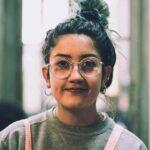 Frau mit Brille